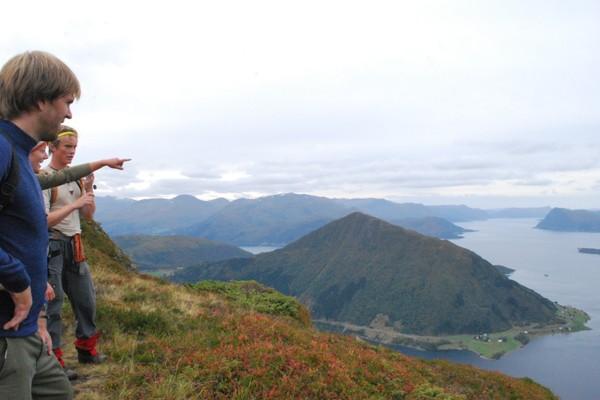 På veg opp på Liadalsnipa - Foto: Hallgrim Rogn