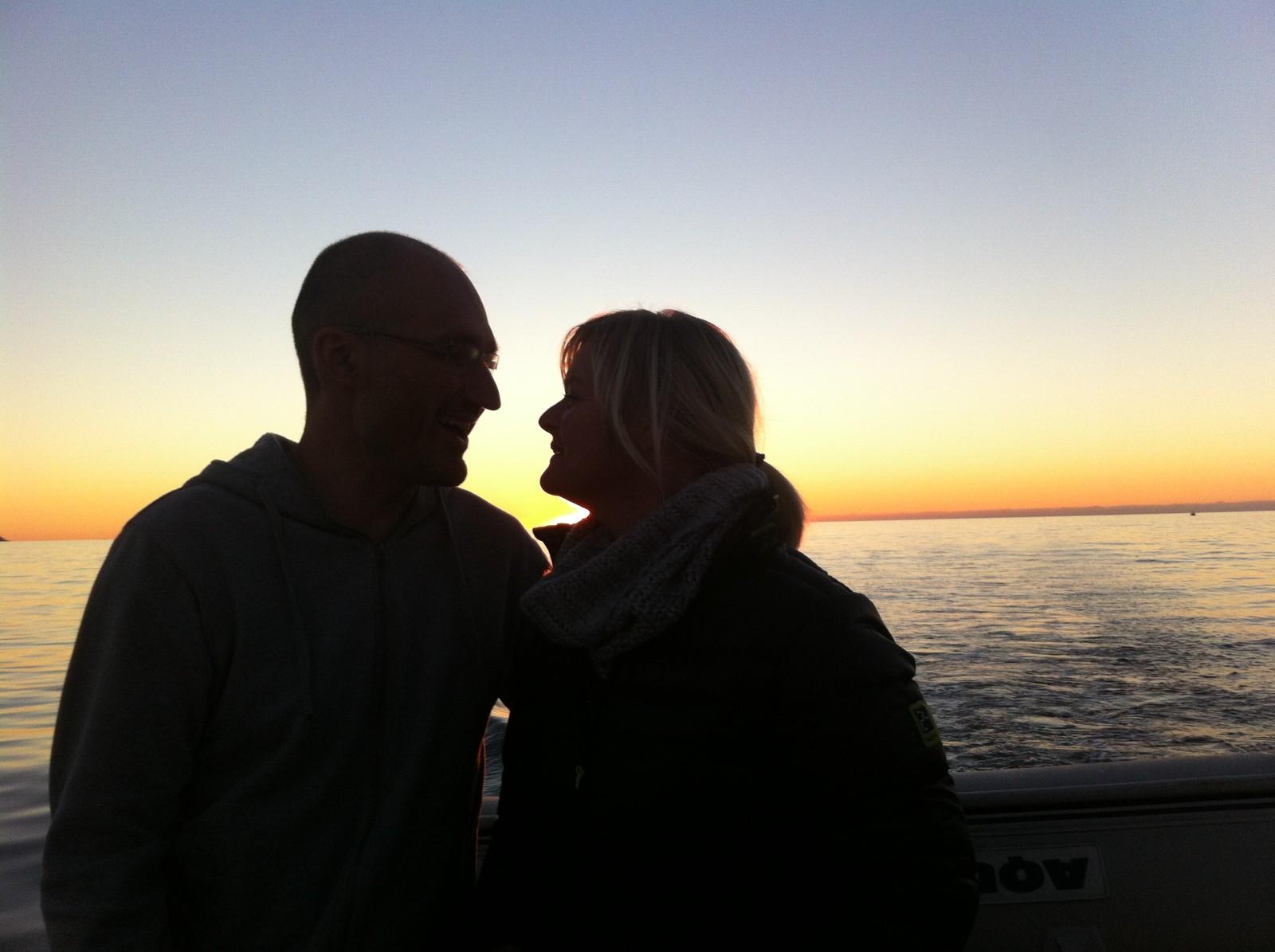 Solnedgang ved kysten.