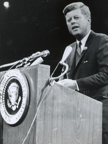 John F Kennedy holder tale Madison Square Garden i 1962