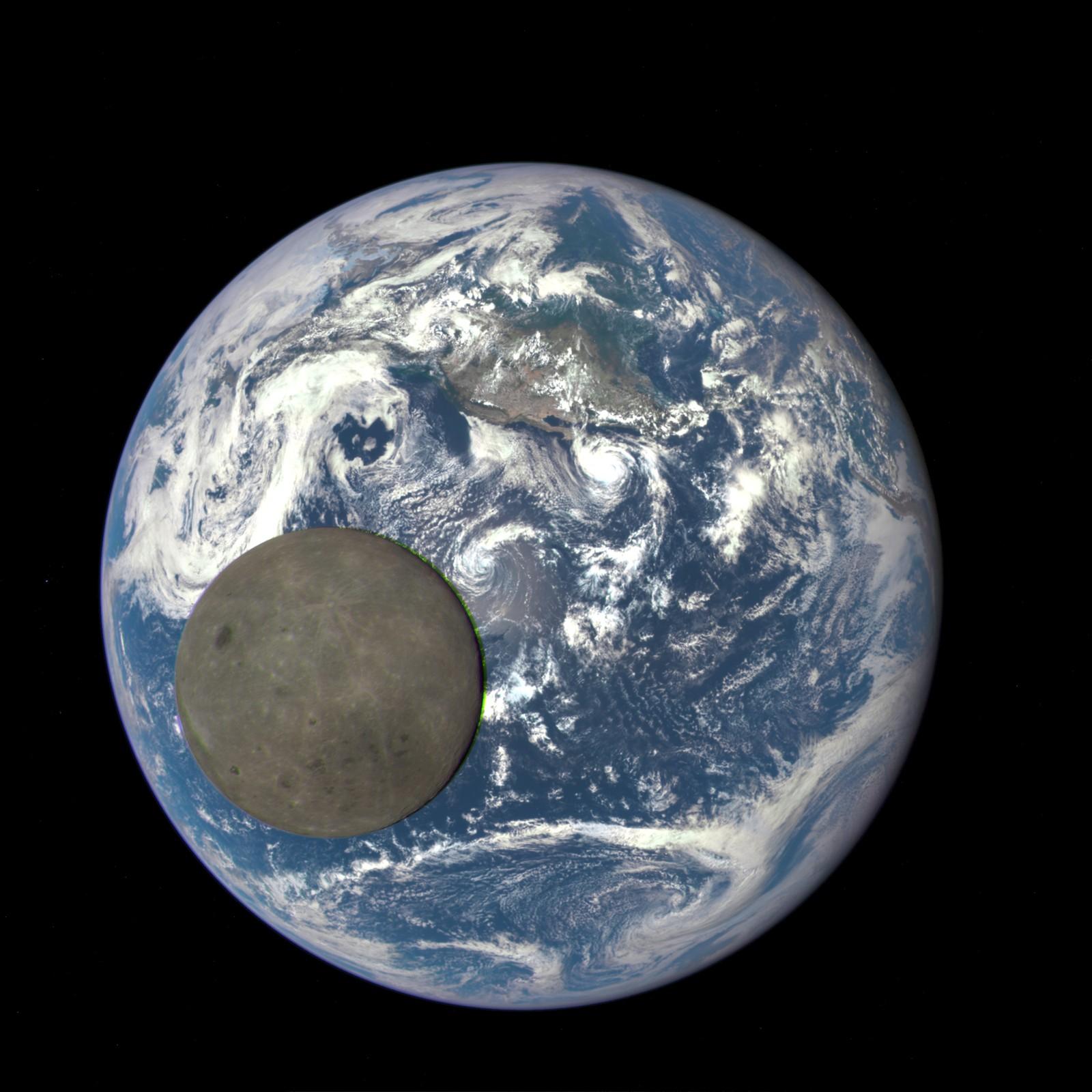 """Dette bildet viser baksiden av månen, eller """"den mørke siden av månen"""" som den også kalles. I dette bildet er den opplyst av solen, med Jorden i bakgrunnen."""