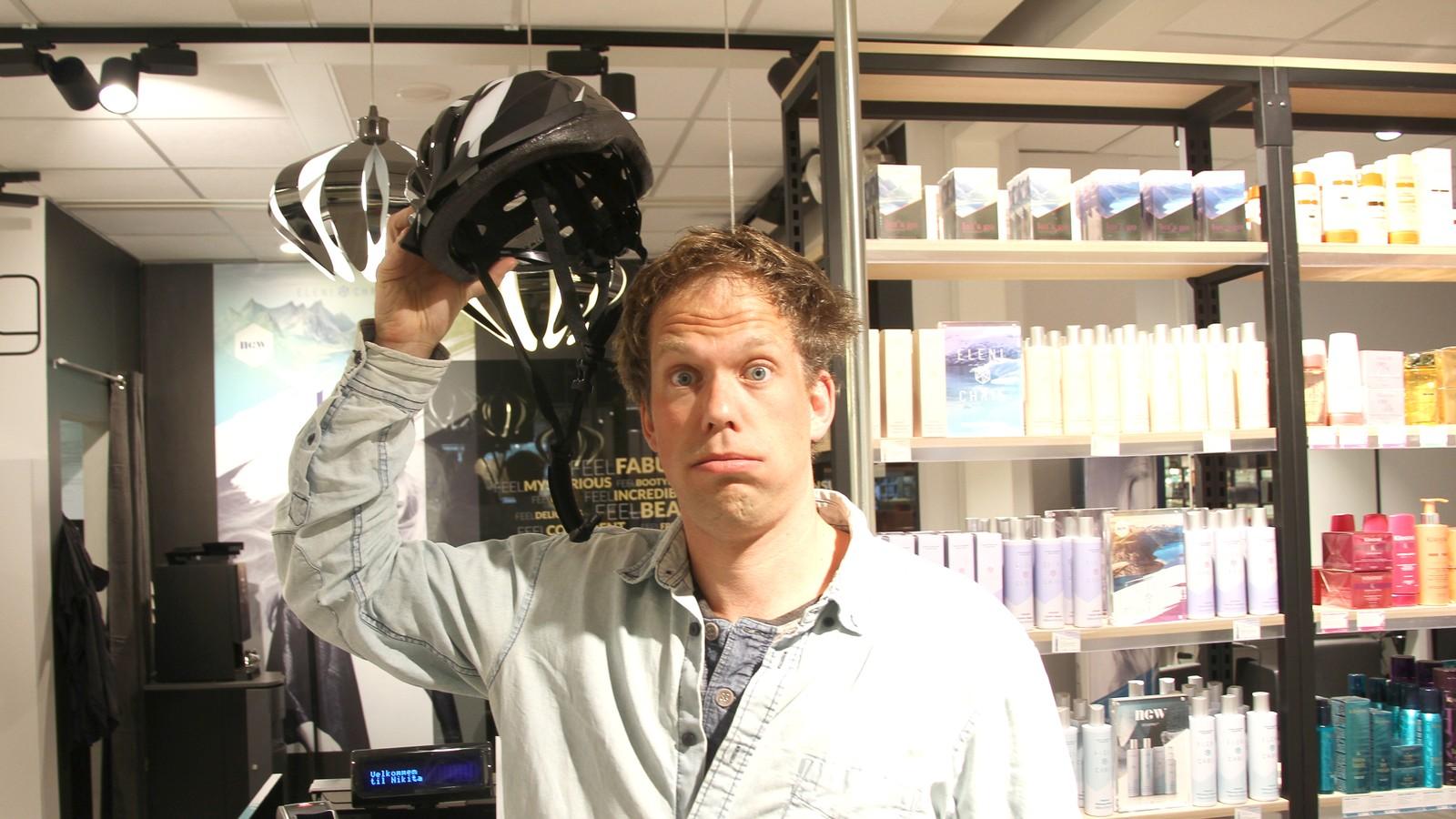 NRK-reporter Wilhelm Støylen er slett ikkje nøgd med korleis sveisen blir etter ein sykkeltur.