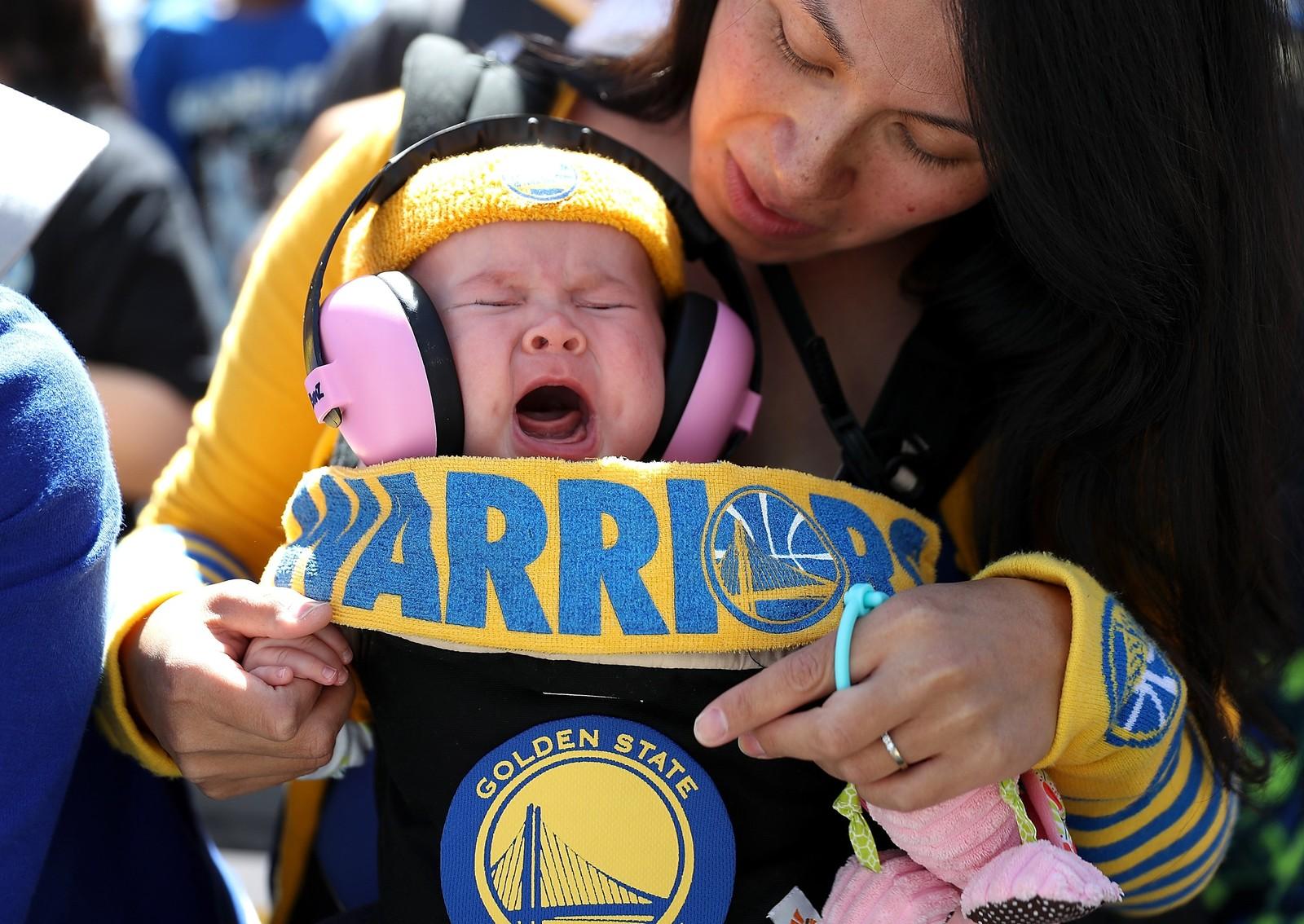 Golden State Warriors vant NBA-finalen, og over én million mennesker skal ha møtt opp for å hylle laget i Oakland, California.
