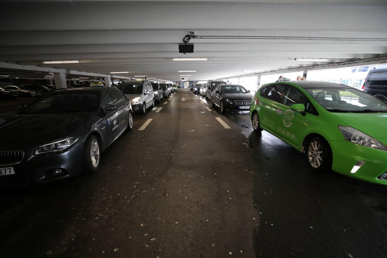 Taxi-kø utanfor Stavanger lufthavn Sola