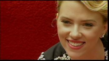 Video Scarlett Johanssons stjerne avdekkes