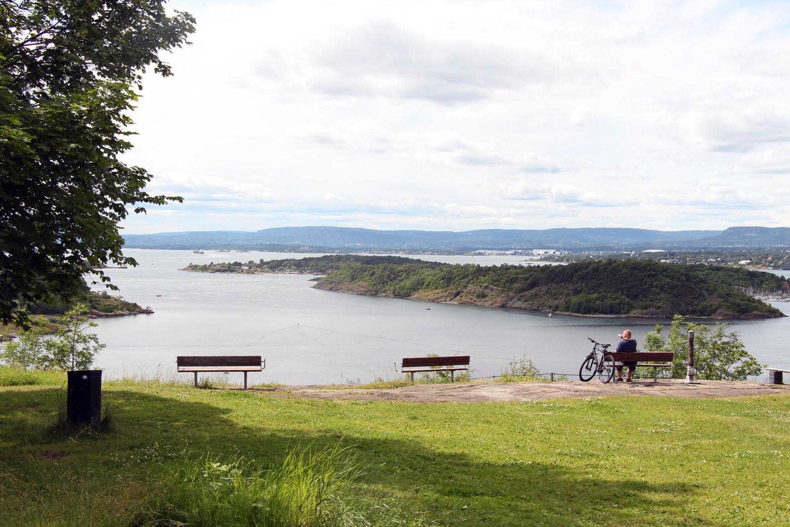 Utsikten fra Kafe Utsikten er fin. Den går langt utover Oslofjorden.