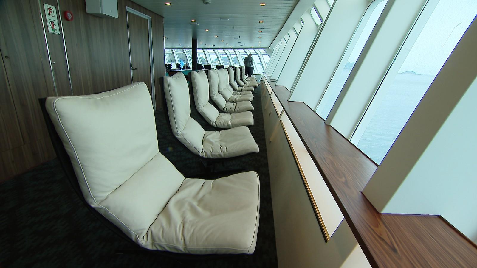 Panoramastoler i front på styrbord side.