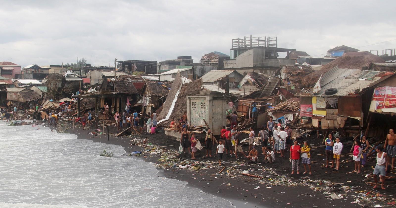 Kystlandsbyen Pigcale i Filipinene ble truffet av en tyfon denne uka. Store deler av landet ble ramma av flom, mange mista strømmen og over 800.000 måtte evakueres.
