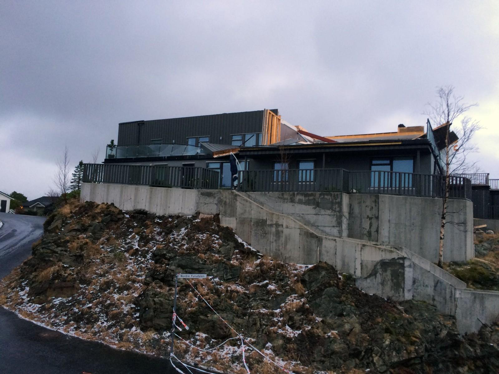 Dette huset på Nattlandsfjellet har mistet toppetasjen.