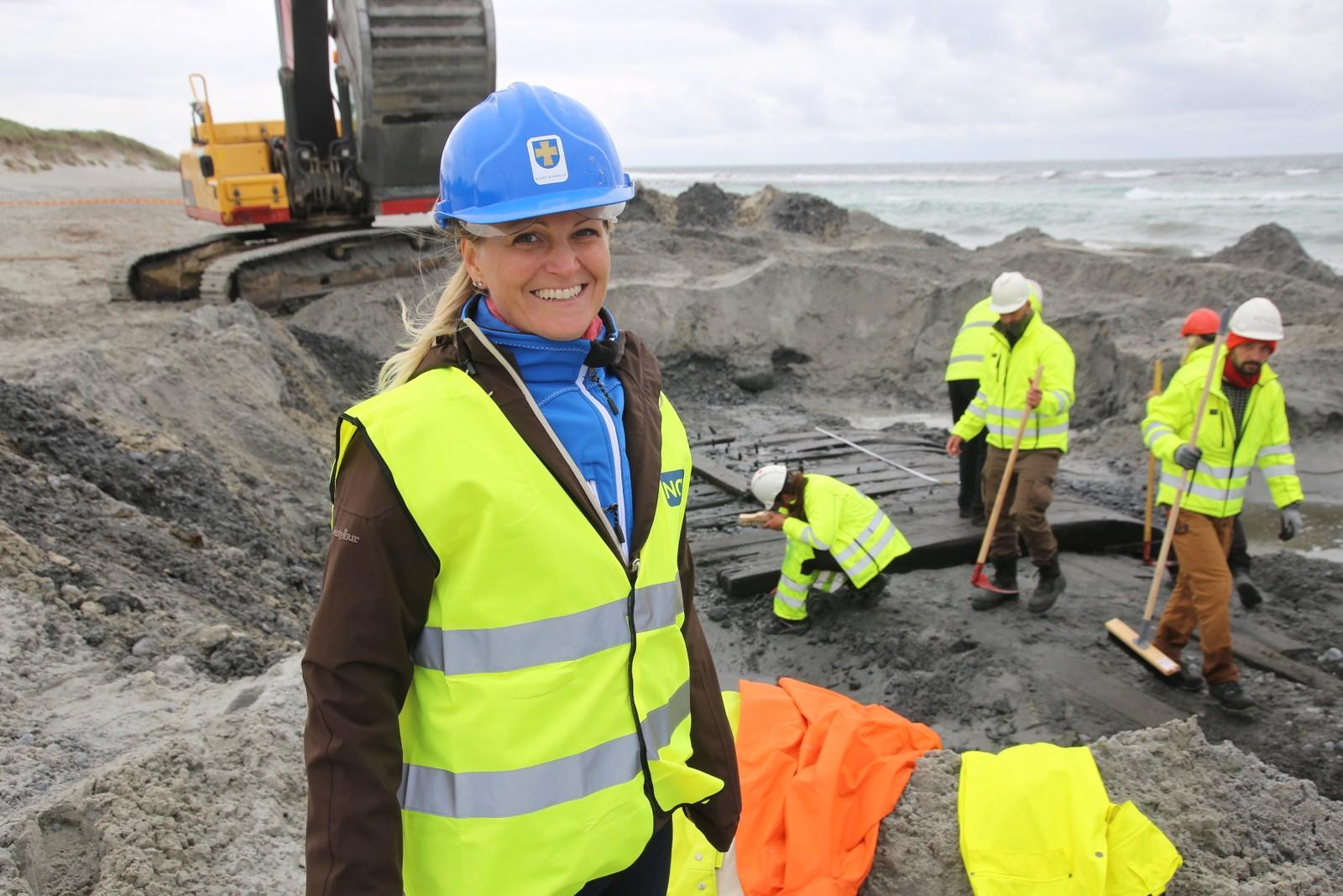 Ordfører Ane Mari Braut Nese i Klepp kommune var med på utgravingen på Orresanden.