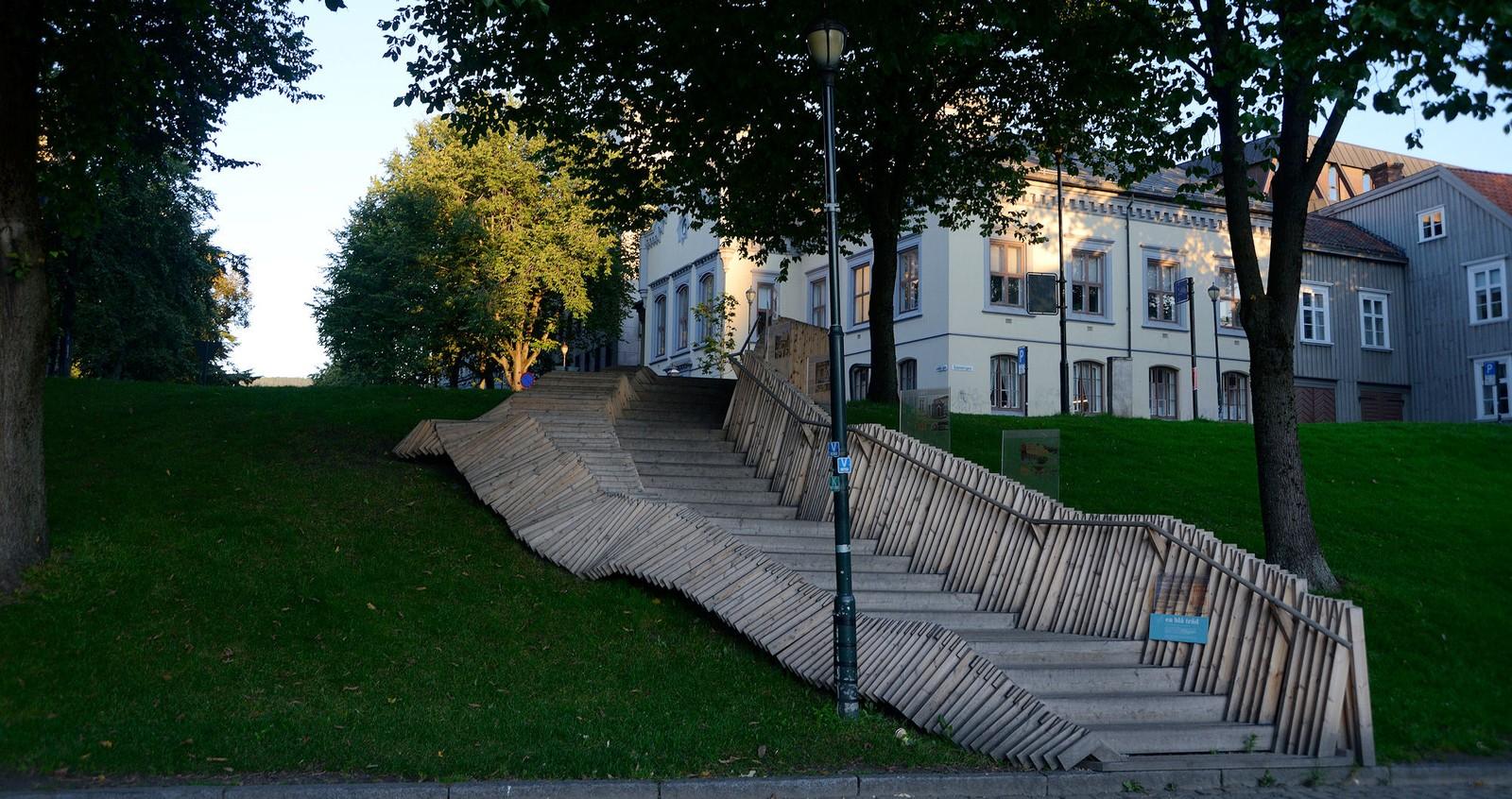 Tretrappa fra Kjøpmannsgata til Kongens gates almenning i Trondheim
