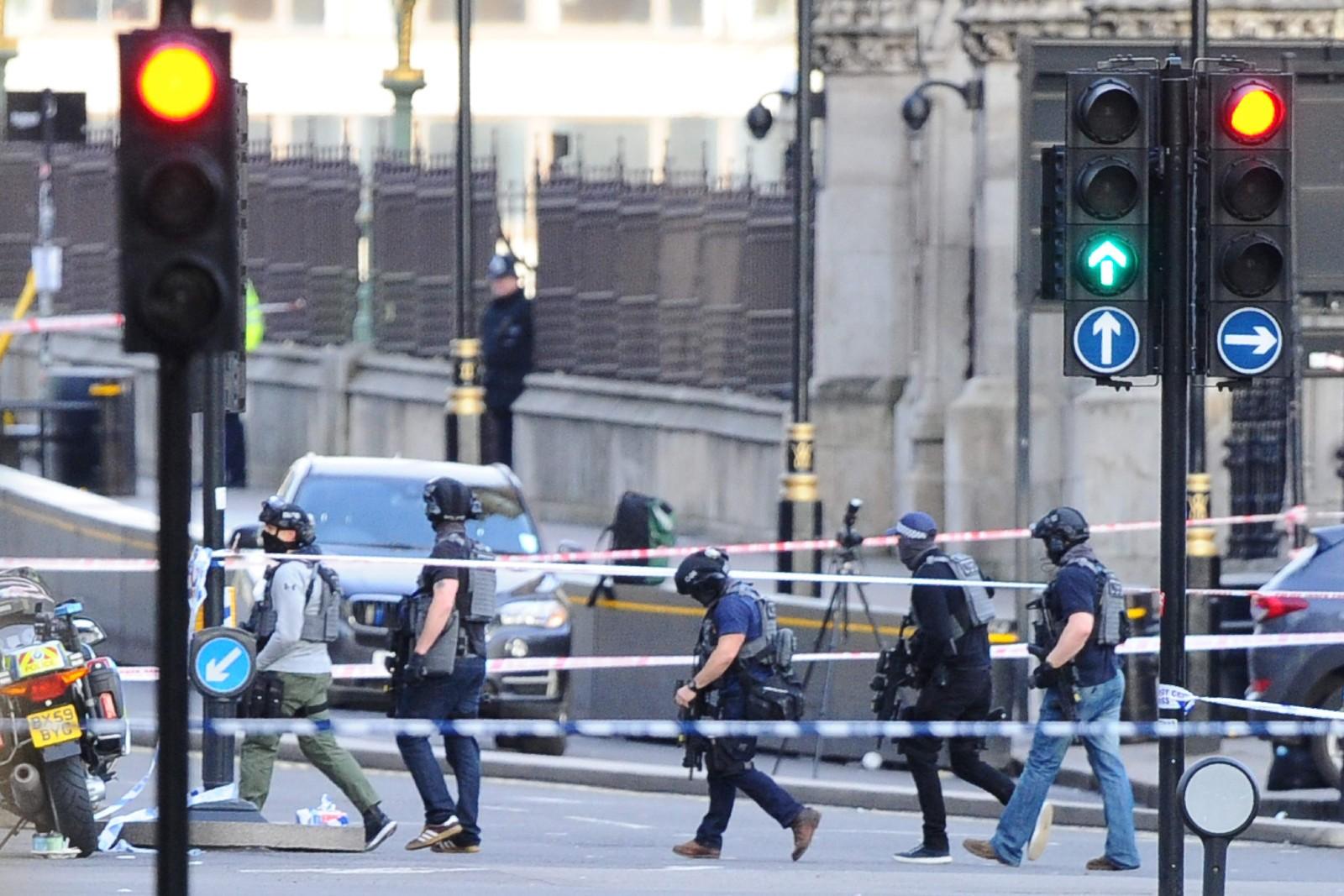 Bevæpnede, britisk politi i kontra-terrorgruppa.