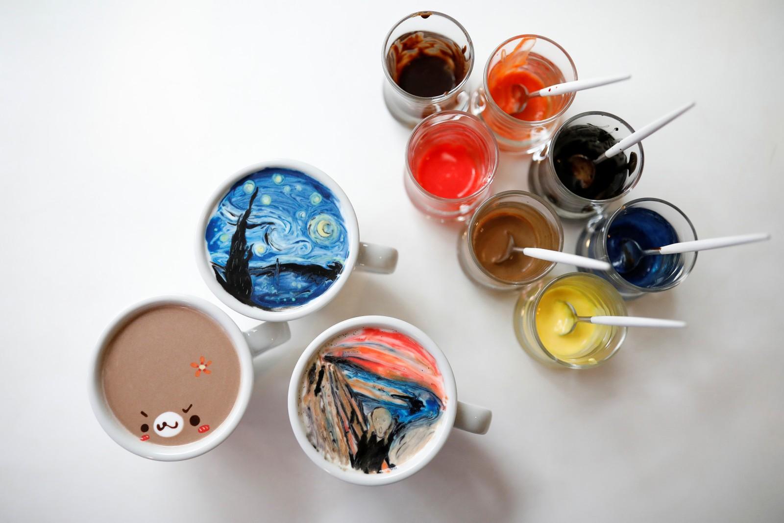 Skal det være sukker eller Munch i kaffe latten? Barista Lee Kang-bin lager såkalt latte-kunst i Seoul, Sør-Korea.