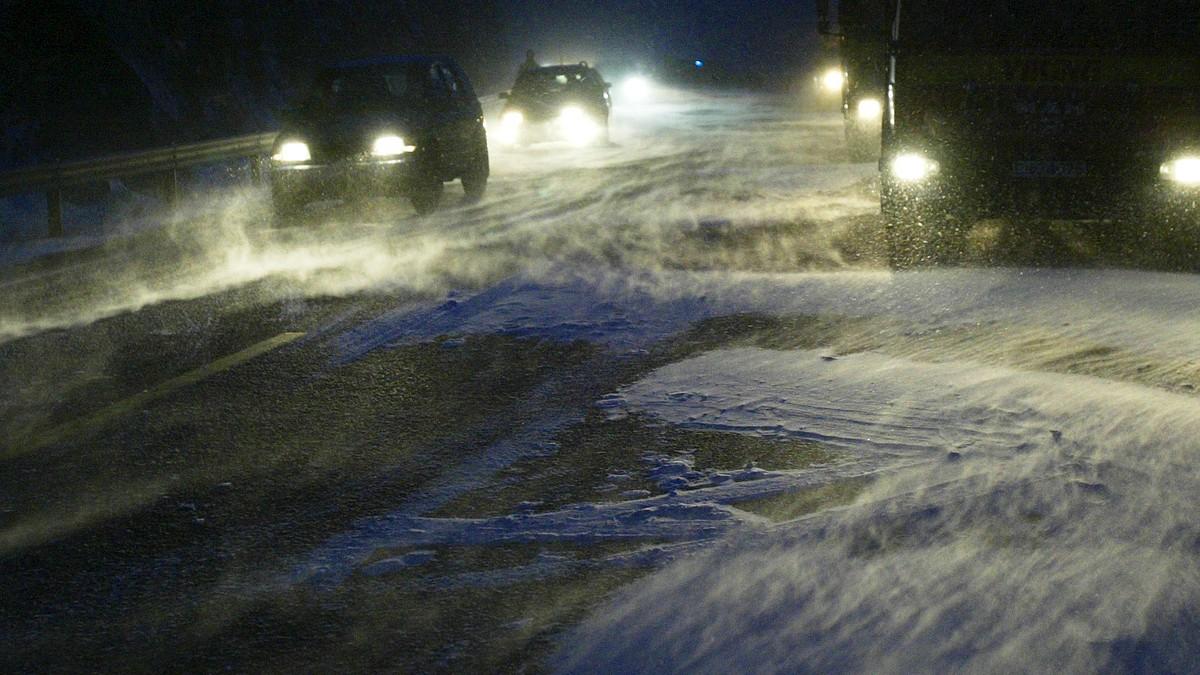 Advarer mot stor snøskredfare og vanskelige kjøreforhold i Nord-Norge
