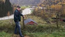 ISOLERT: Øyvind Listou ser lite til vegen han må køyre når han skal ut Mørkridsdalen til Skjolden.