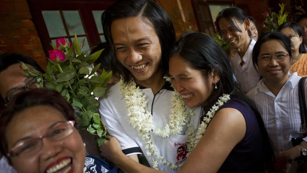 Myanmar løslater studentaktivister