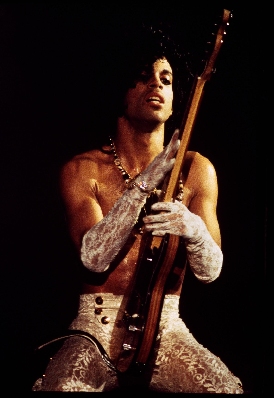 – Jeg ville vise hans energi og skjønnhet, det samme som jeg ønsker å vise med alle jeg tar bilder av. Det var jo ikke vanskelig med ham, selvsagt, sier Nancy Bundt. Hun beskriver Prince som en svært talentfull og hardtarbeidende artist, med en unik evne til kreativitet rundt presentasjonen av alt rundt musikken.