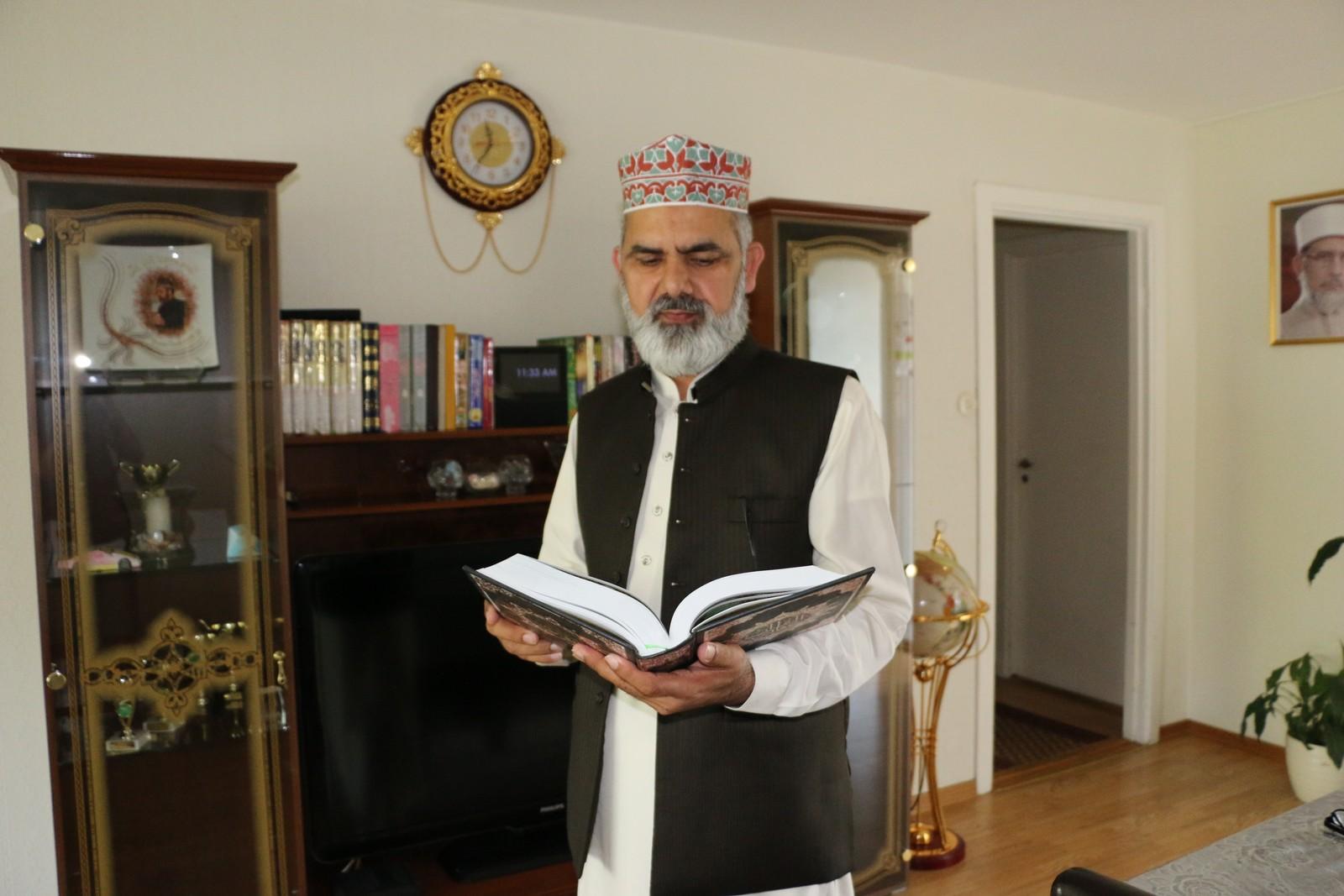 Imam Noor Ahmad Noor fra moskeen på Fjell i Drammen forbereder bønner til ramadan.