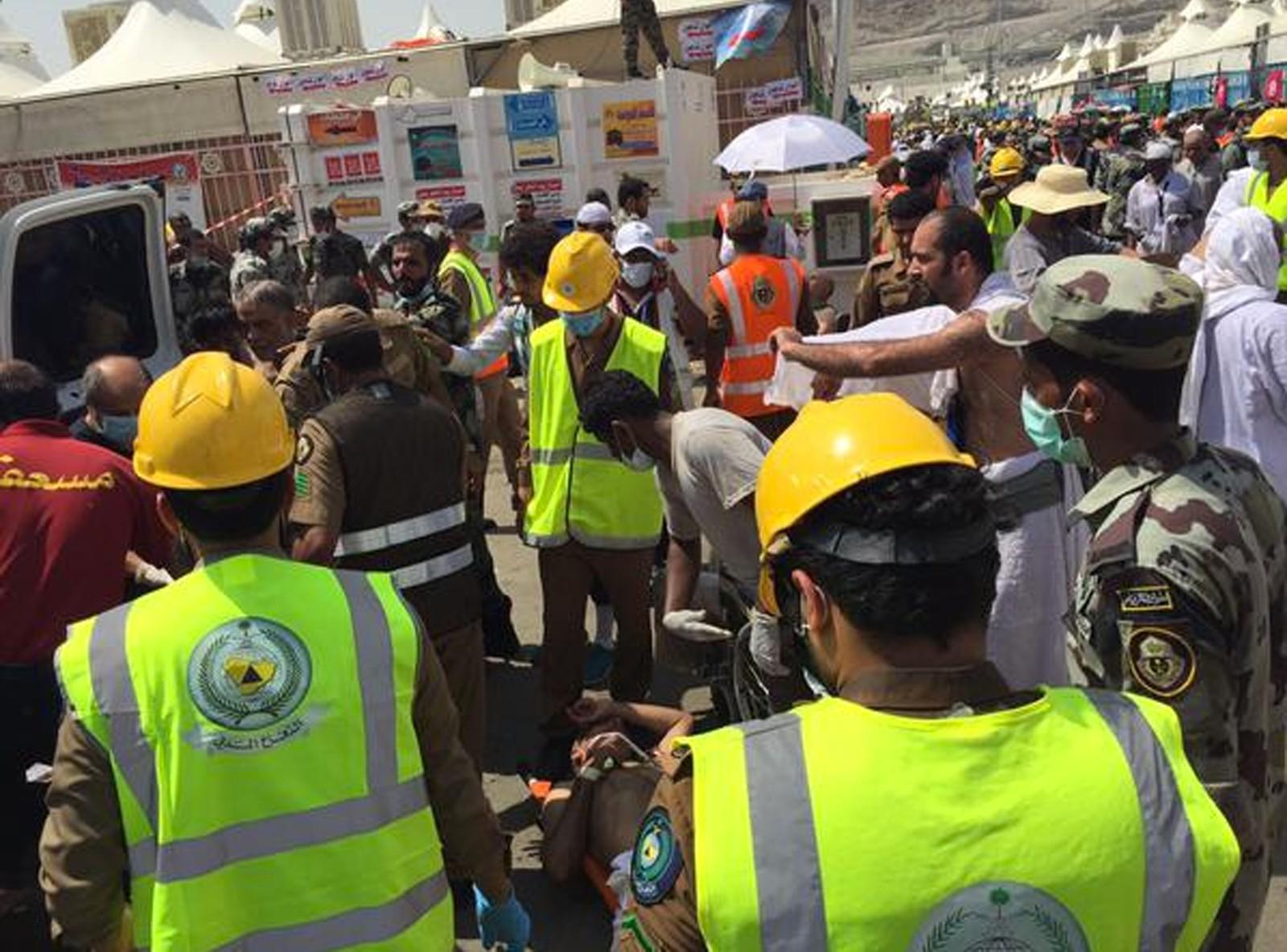 Pilegrimsvandringen til Mekka og Medina er en av verdens største religiøse samlinger. To millioner muslimer fra hele verden samlet seg ved Jabal Rahma, Barmhjertighetens fjell øst for Mekka i Saudi-Arabia, da hajj startet tirsdag.