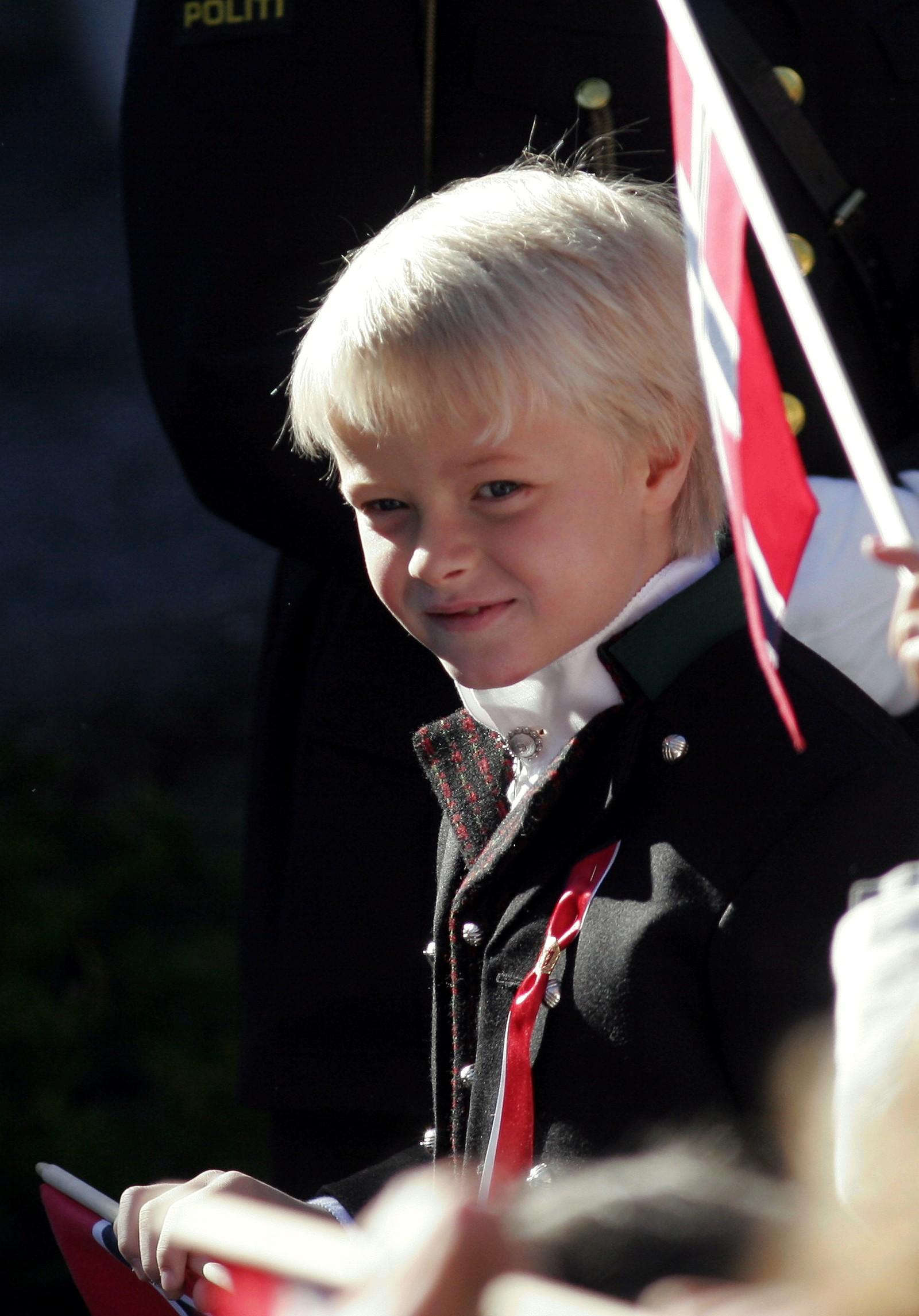 Marius gikk i barnetoget for Jansløkka Skole på 17. mai 2005.