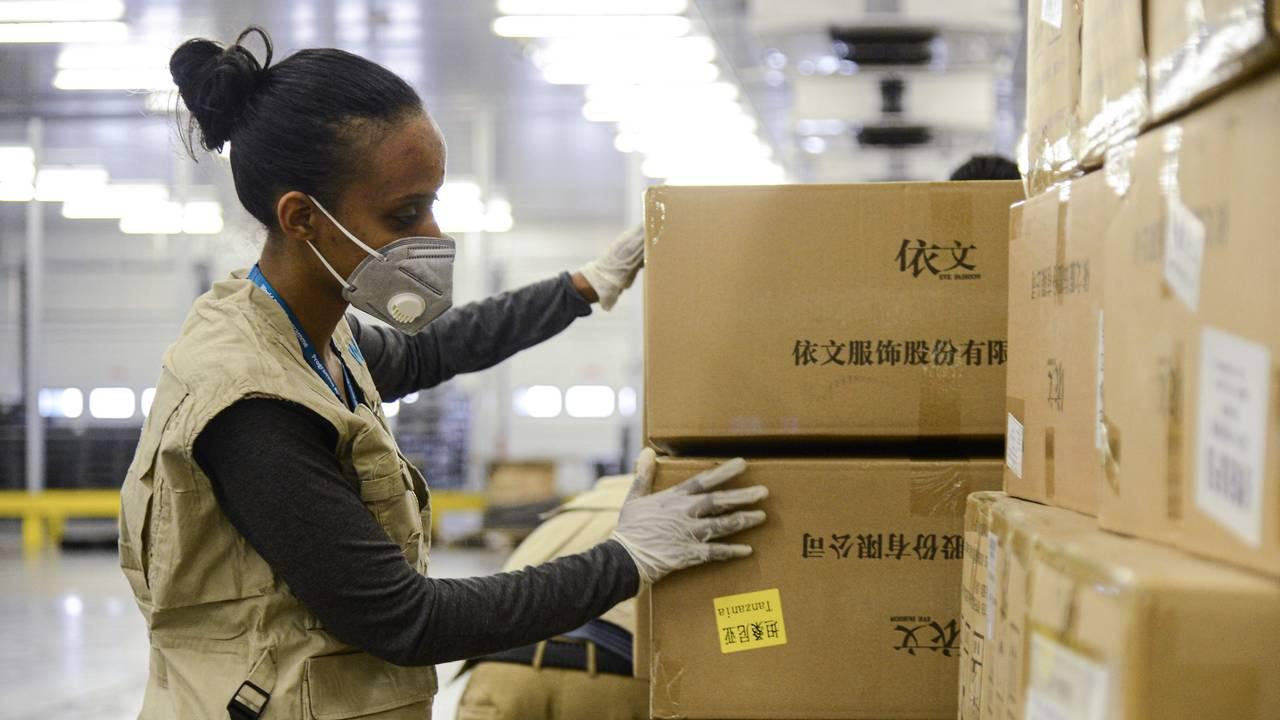 Kontroll av matvarer som skal flys ut fra Addis Abeba.