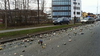 Søppel i veibanen i Porsgrunn