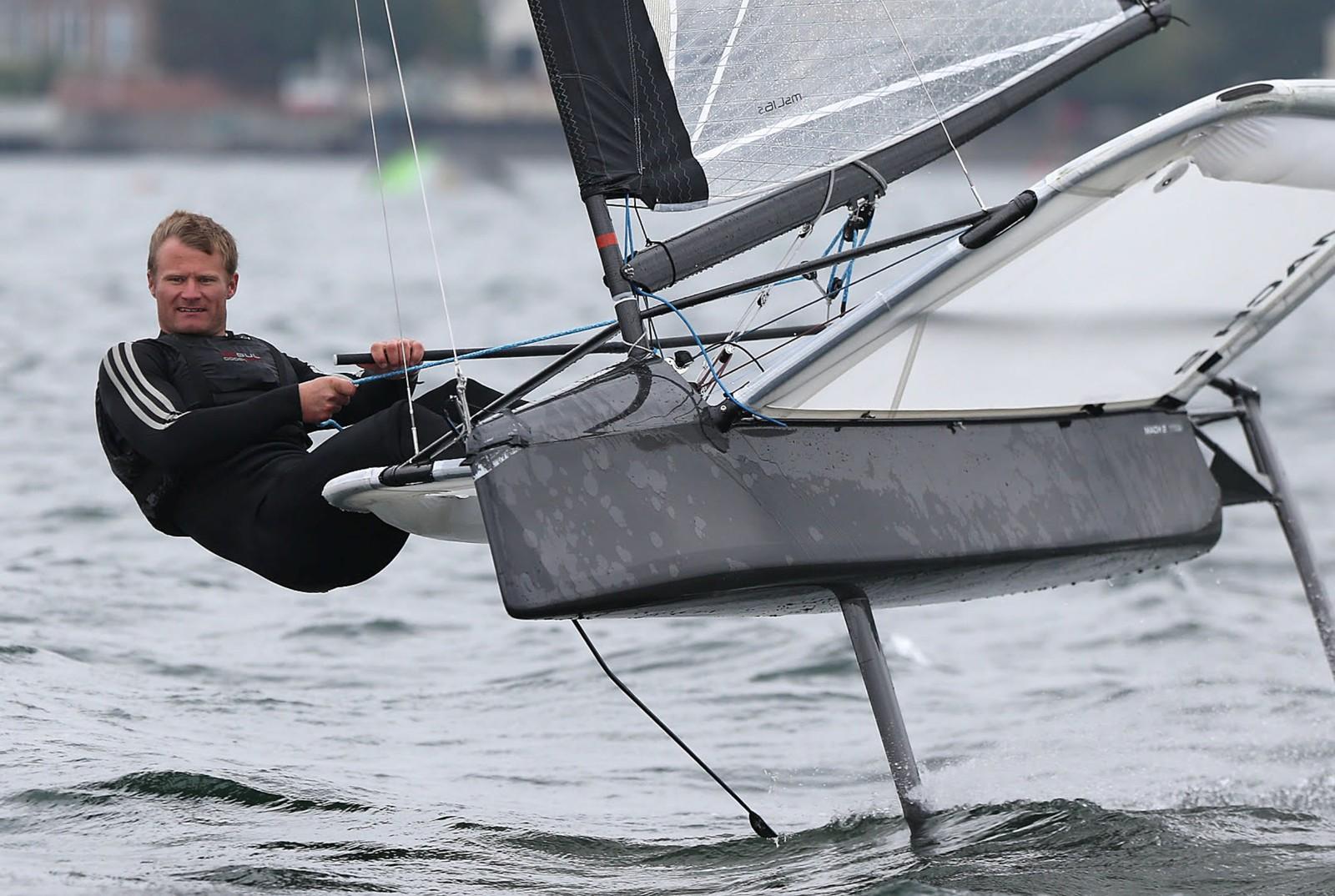 Rasmus Køstner i farta med sin hydrofoil seilbåt