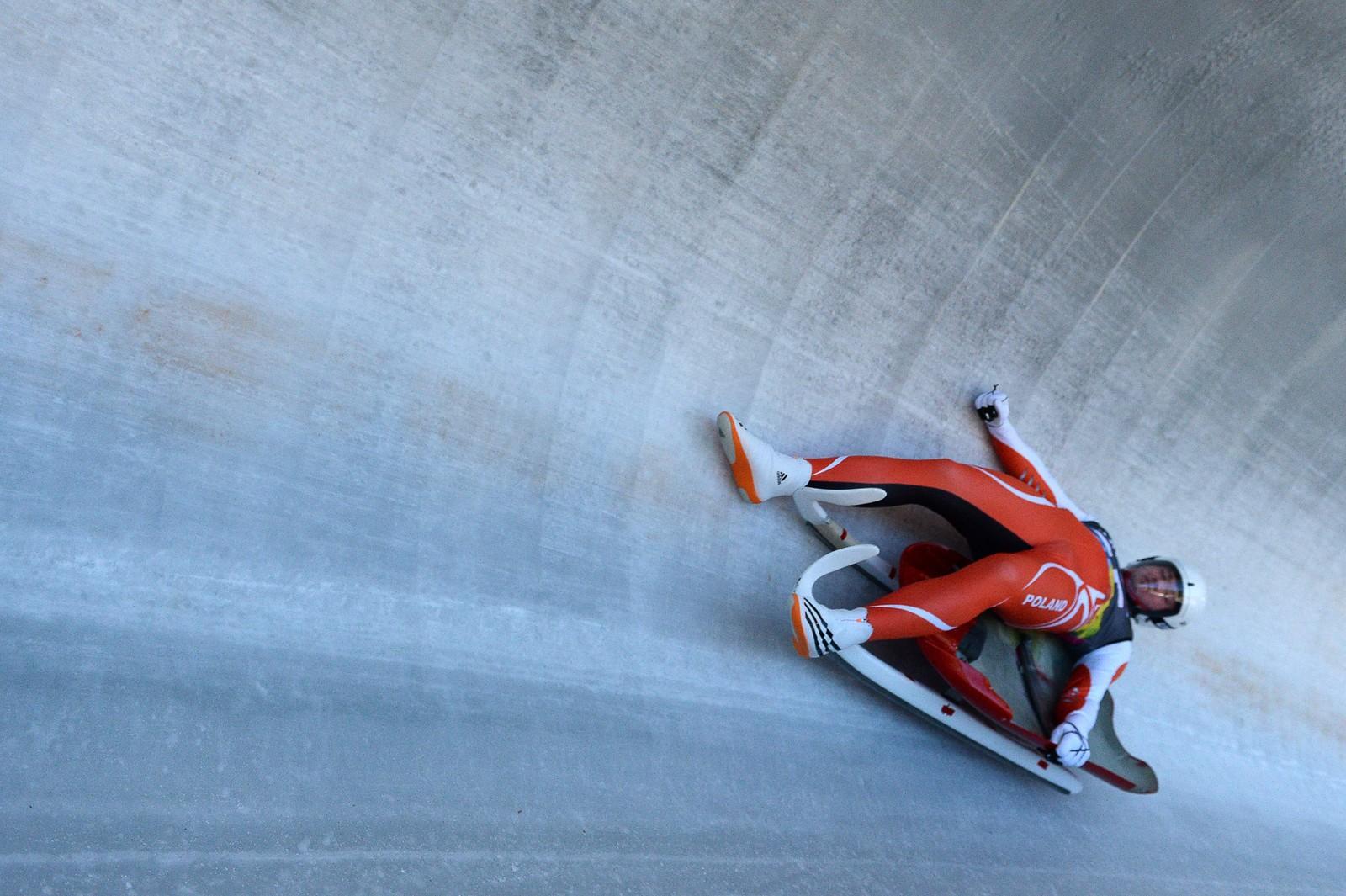 Kacper Tarnawski fra Polen falt under akekonkurransen søndag.