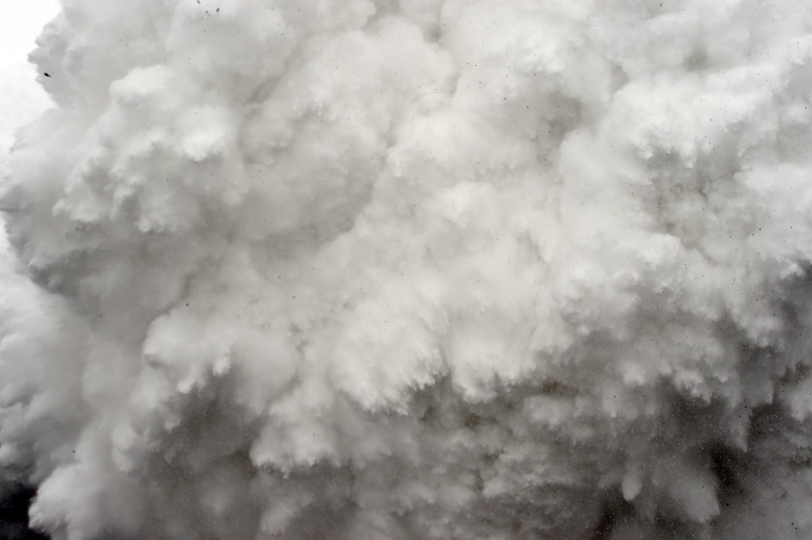 Sekunder etter at Roberto Schmidt tok dette bildet av skredet var han tatt av snømassene.