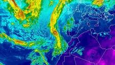 Et satellittbilde viser Ophelia posisjon søndag kveld. Nå frykter man at konsekvensene av orkan når den treffer land.