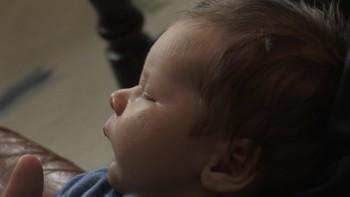 Rundt 200 kommunar i landet følgjer ikkje tilrådinga om å ha eiga jordmor. I Tingvoll har dei no brukt fleire månader på å få på plass ei jordmor utan å lukkast. Eit stort sakn, meiner gravide i kommunen.