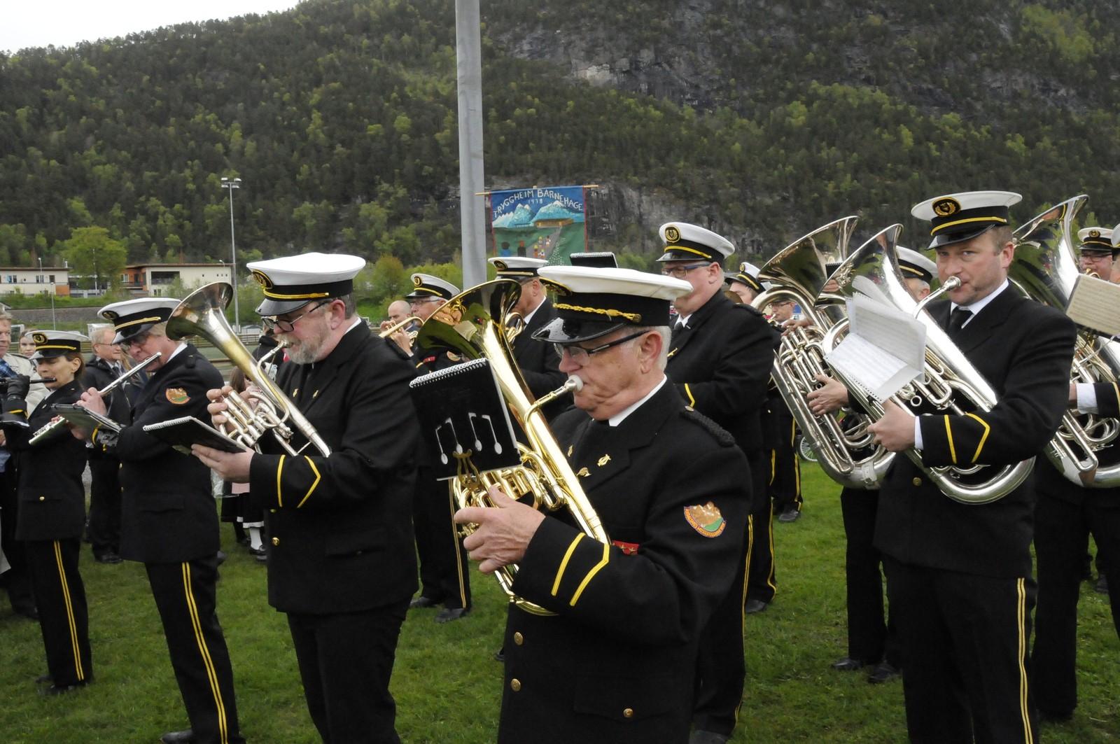 Åndalsnes Musikkforening med sine 98 år bød på feiende marsjer