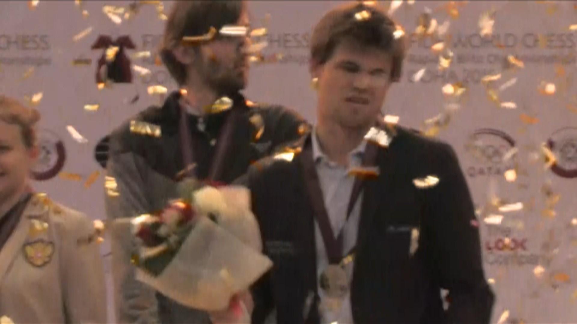 Her Far Carlsen Nok Forlot Medaljeseremoni Nrk Sport Sportsnyheter Resultater Og Sendeplan