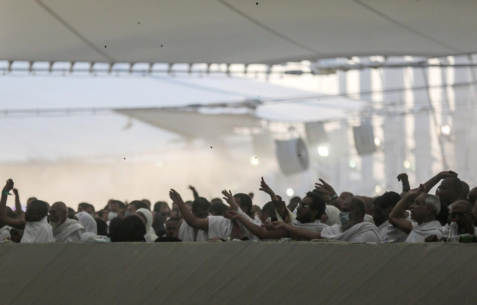 Situasjonen oppsto da menneskene trengte seg sammen for å kaste småstein inn i konstruksjonen Jamarat i Mina.