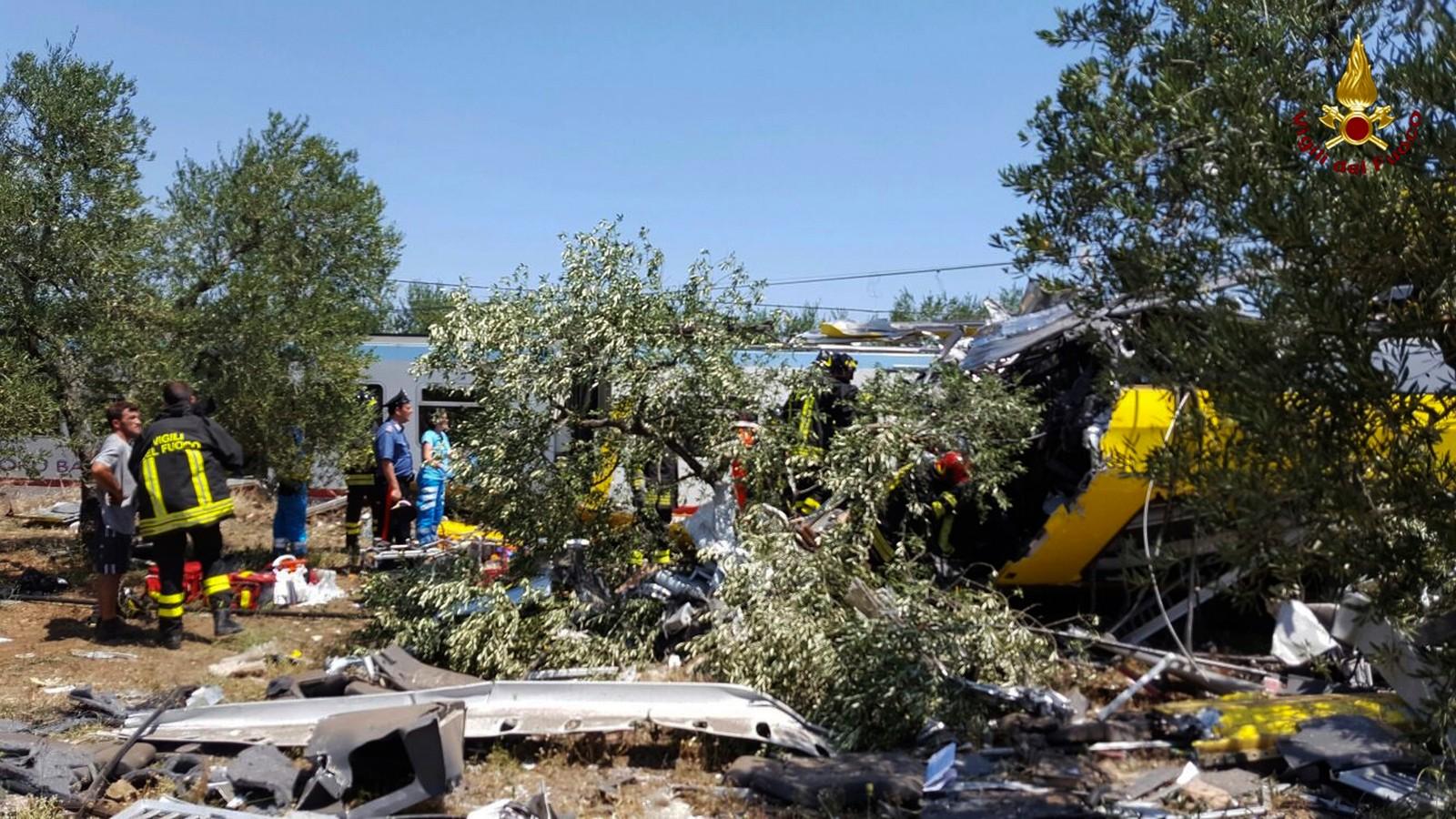 Redningsarbeid pågår etter togulykke ved Bari i Sør-Italia