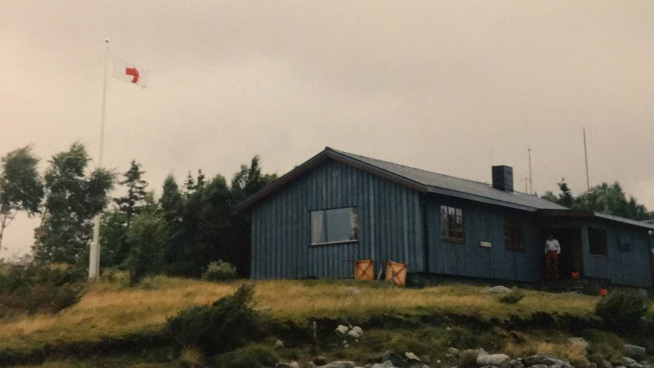 Røde Kors-hytta ved Holden ble brukt mye under leteaksjonen i 1998.