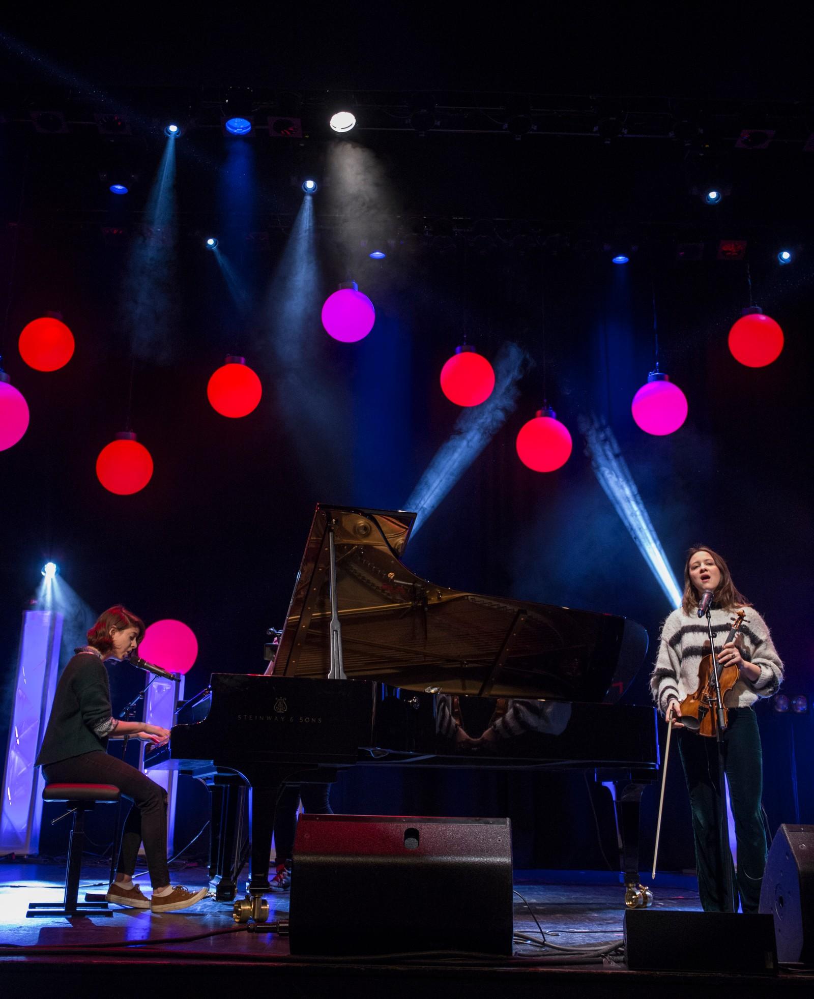 """FJALER: Daphnie Knoll og Maja Horvath framfører """"Gloomy Sunday/Here"""""""