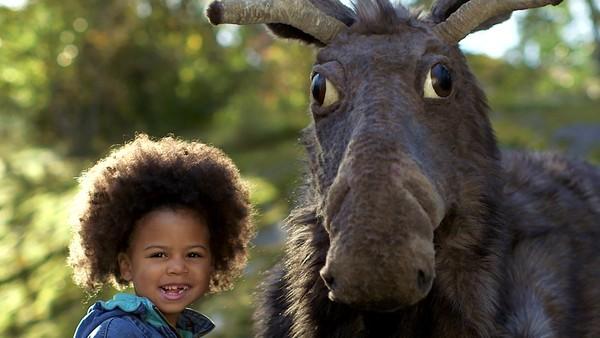 Bli med Hanna og elgen Rally som sammen gjør masse morsomme ting. Svensk dramaserie.
