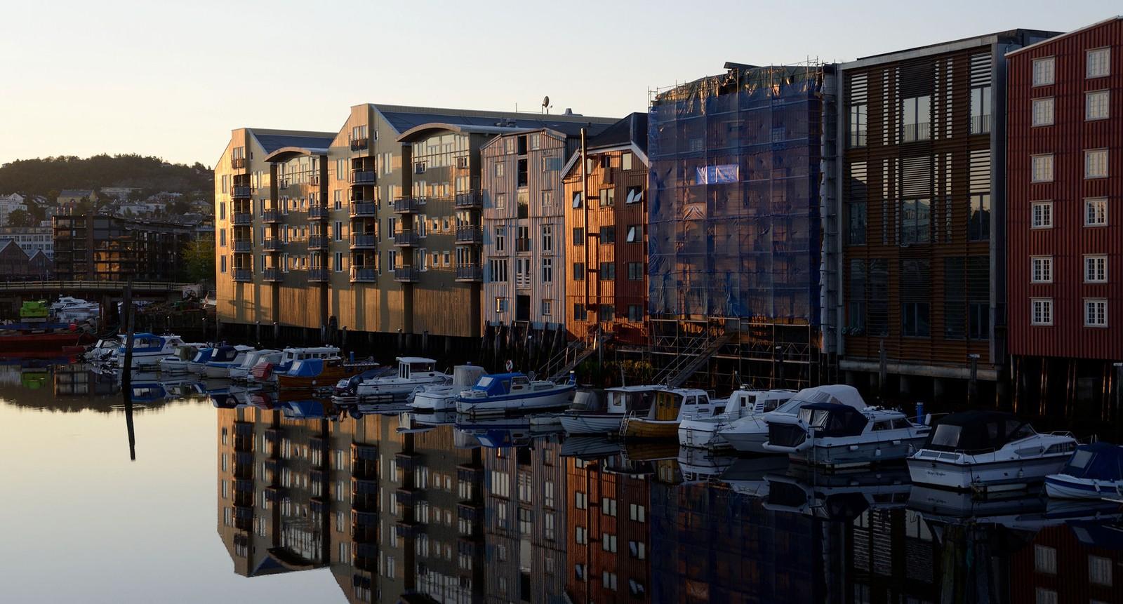 Morgensol ved Kanalen i Trondheim