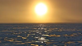 Solnedgang i Arktis