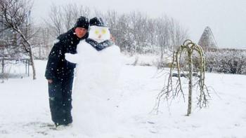Snømann på Melbu i mai