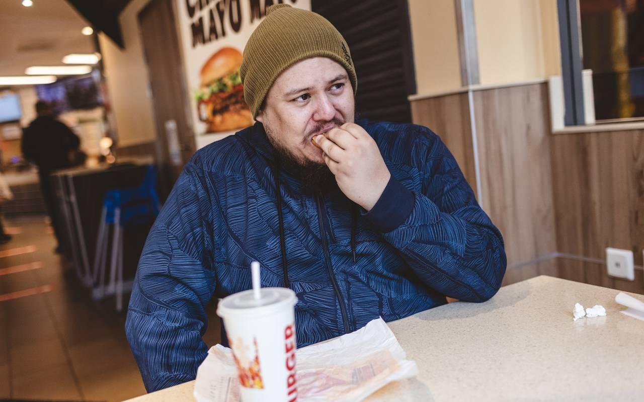Jan-Erik på burgerrestaurant