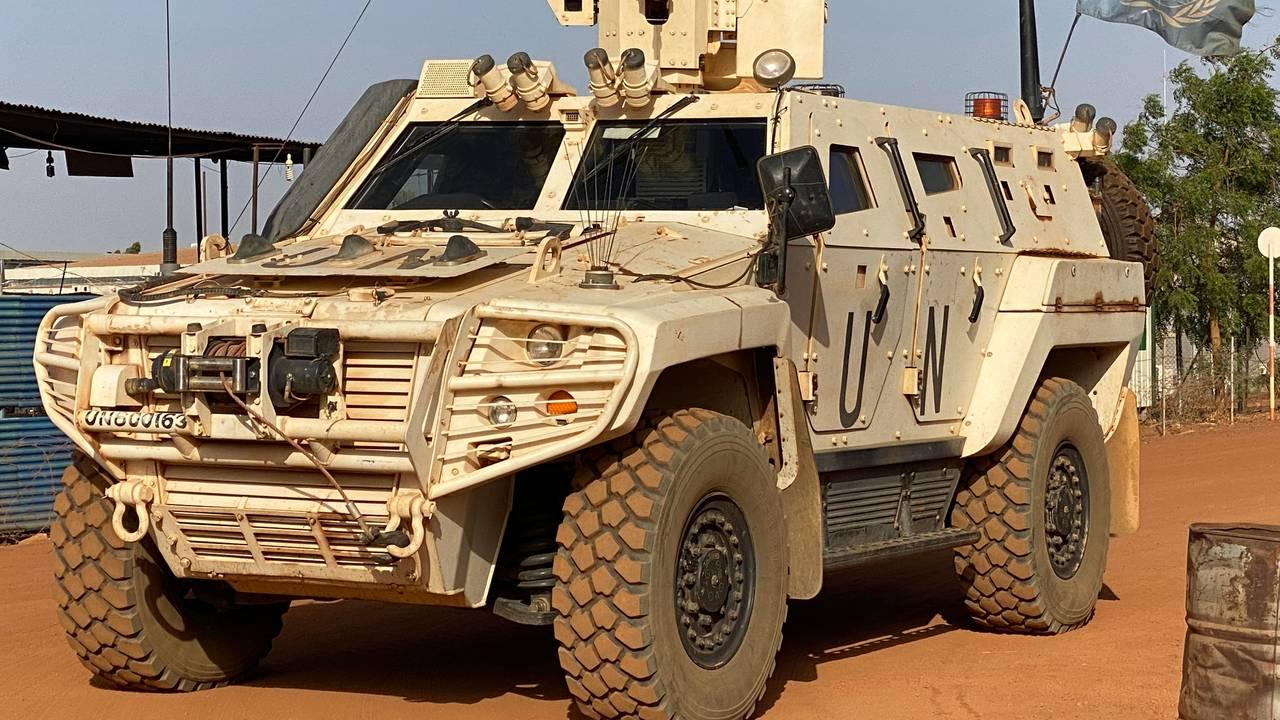 Fire slike pansrede personellkjøretøy deltok i patruljen.
