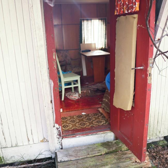 En rumensk mann ble funnet i denne hytta på Klungset i Fauske.