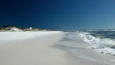 Strender langs golfkysten av Florida ligger øde i påvente av stormen Alberto.