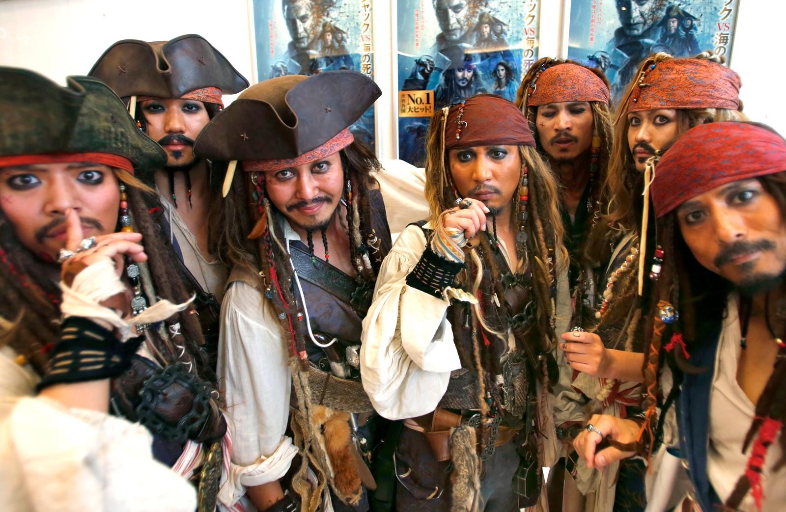 """Ingen grunn til å deppe når man er Johnny Depp-fan før premieren av den siste """"Pirates of the Caribbean""""-filmen i Tokyo."""
