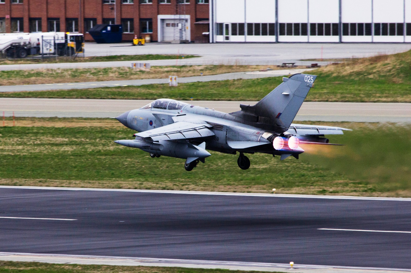 Britisk Tornado take off.