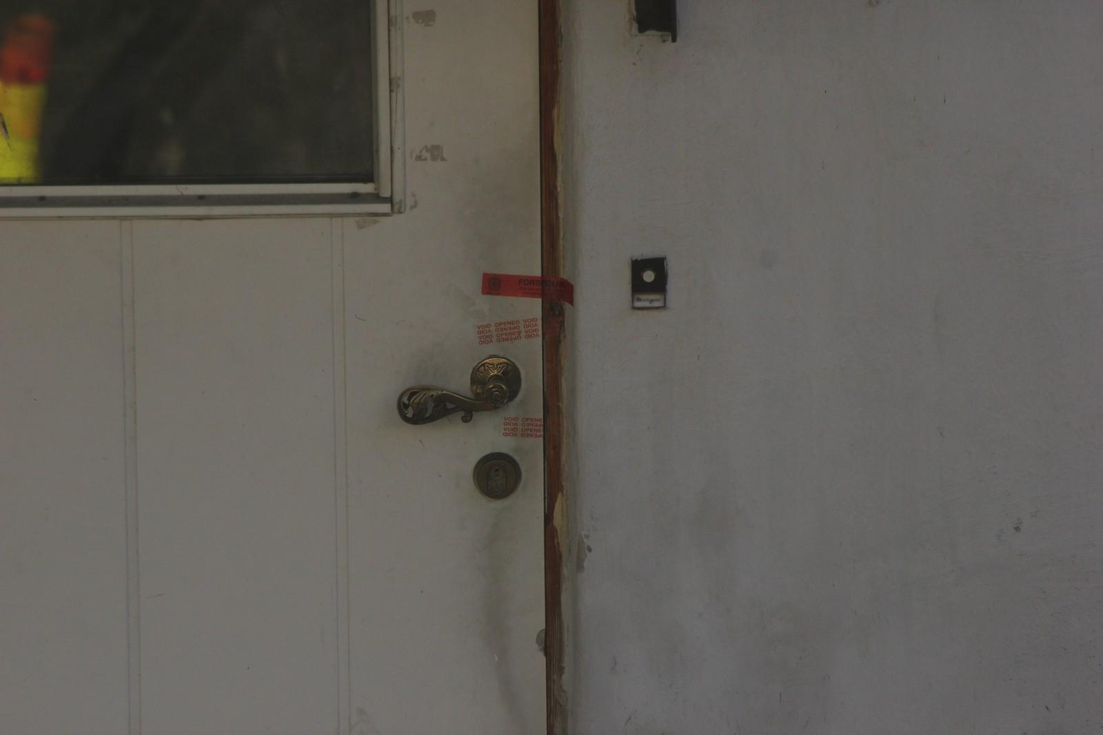 Politiet har sperret av leiligheten i Skien sentrum.
