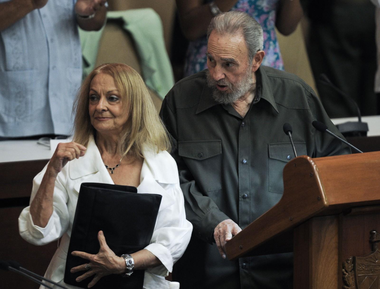 Det er ikke ofte Castros ektefelle Dalia Soto del Valle er avbildet. Fidel Castro mente privatliv og politikk ikke hører sammen. Da Fidel Castro overraskende møtte opp i den cubanske nasjonalforsamlingen i august 2010, etter fire års fravær, benyttet fotografene anledningen til å forevige begge øyeblikkene.