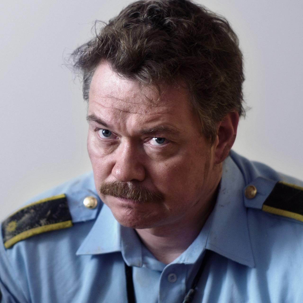 NRKs dramaserie «22. juli» – politibetjent Eivind (Øyvind Brandtzæg).