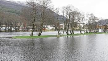 Park i Førde under vatn